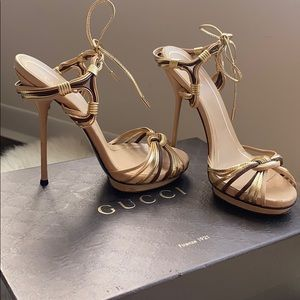GUCCI nude & gold sandals Sz 36